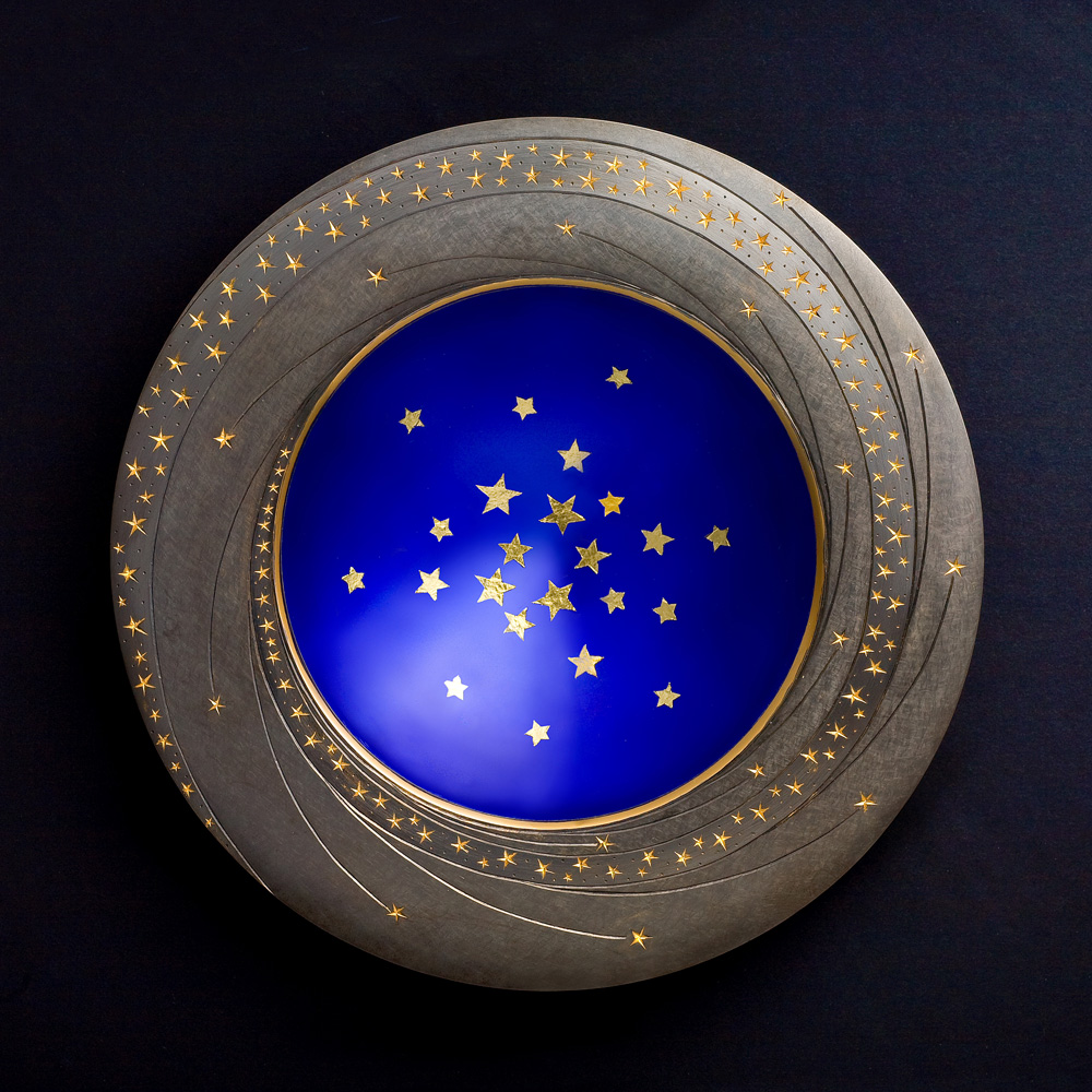 "<a href=""/jewellery/star-bowl-20089-150-mm-diameter-base-black-obsidian-bowl-silver-yellow-and-black-gilding"">Star Bowl 2008/9. 150 mm diameter. Base Black Obsidian. Bowl - Silver, yellow and black gilding, hand engraved, blue enamel, gold leaf stars. Photo : Simon Armitt.</a>"