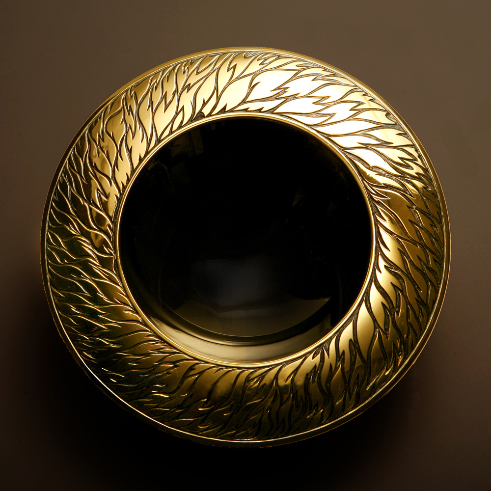 """<a href=""""/jewellery/dazzling-darkness-spinning-bowl-150-mm-diam-brittania-silver-black-and-yellow-gilding-hand"""">&quot;Dazzling Darkness&quot; Spinning Bowl. 150 mm diam. Brittania Silver, black and yellow gilding, hand engraved and carved. Stone Base - Limestone. Photo : Andra Nelki</a>"""